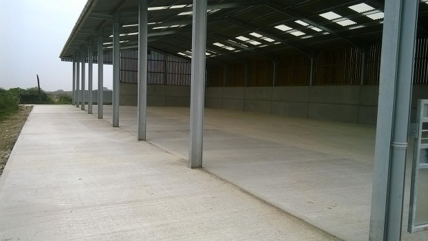 Northants Concrete Agricultural Farming Stables Dog Runs Kettering Wellingborough Milton Keynes Corby Bedford